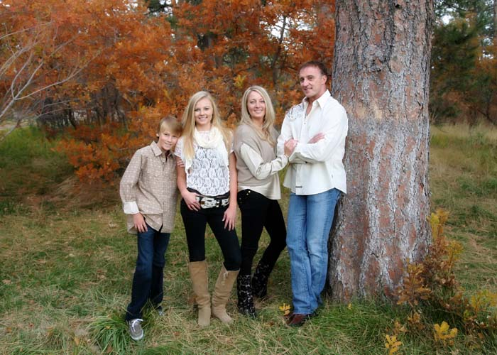 01-family_trees_color_fall_blonde_brown_kids_portraits_Castle_Rock.jpg