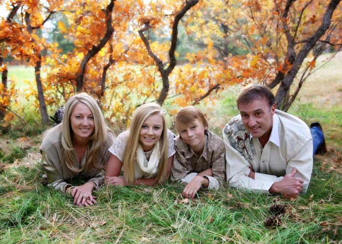 02-family_fall_trees_brown_blonde_Castle_Rock_portraits.jpg