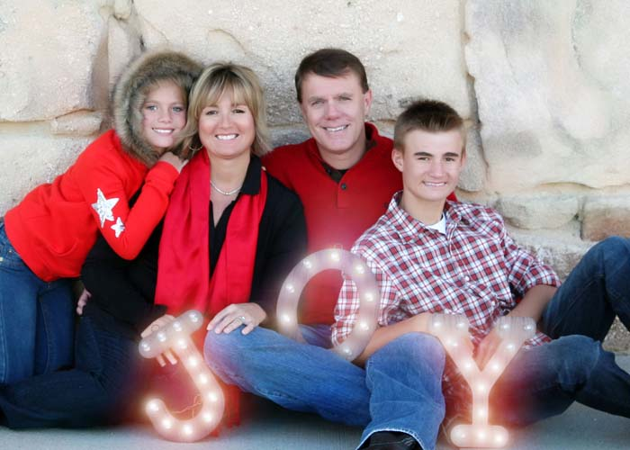 09-lights_joy_Christmas_holiday_daniels_gate_portraits_red.jpg