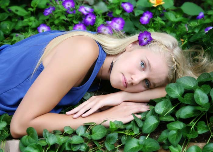 48-senior_flowers_girl_model_smiles_teen_castle.rock_photos_portraits_headshots.jpg