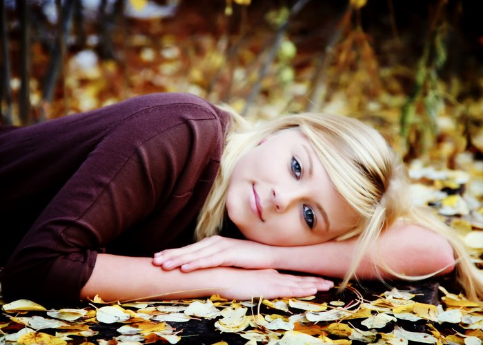 high_school_senior_girl_laying_in_fall_leaves.jpg